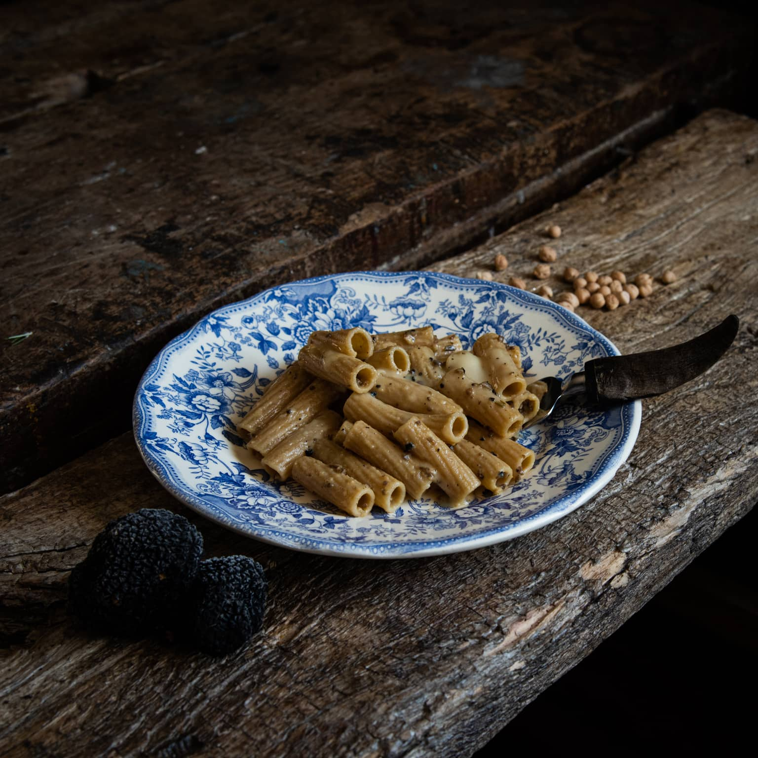 Pasta, crema di ceci e tartufo con taleggio